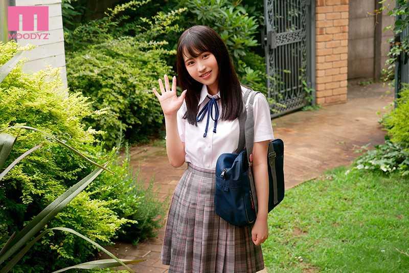 小野六花の制服姿